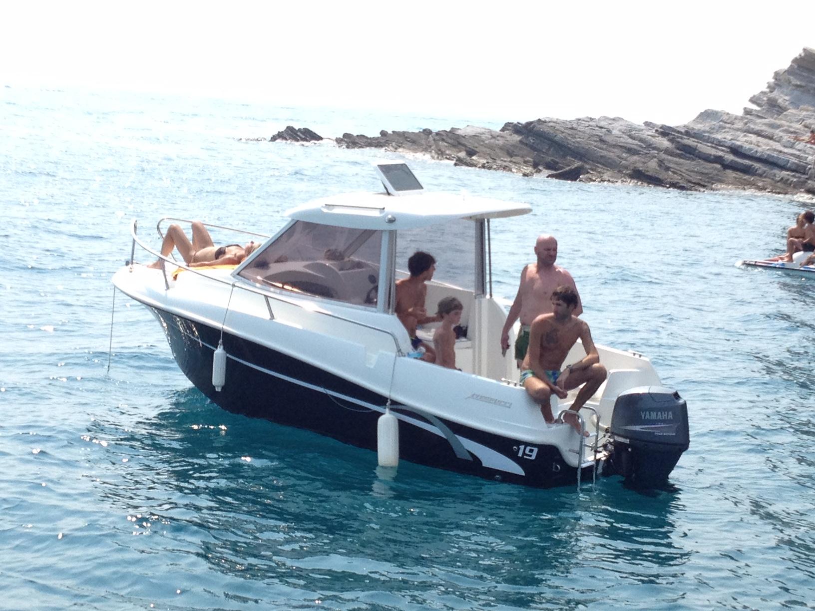 Noleggio barche senza patente nautica roccamare for Barca a vapore per barche da pesca