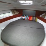 Interni letto matrimoniale barca a noleggio Jeanneau