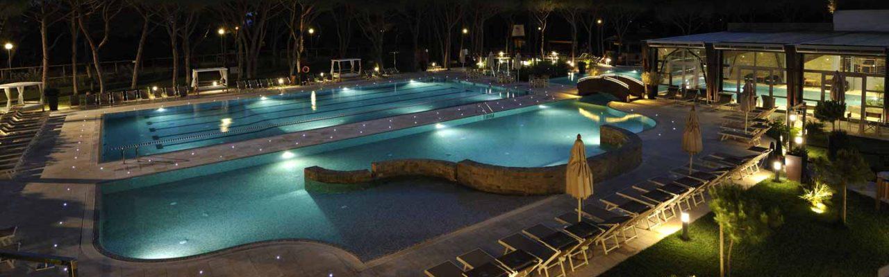 Pool Foto Nacht Hotel Resort 4 Sterne Roccamare toskana