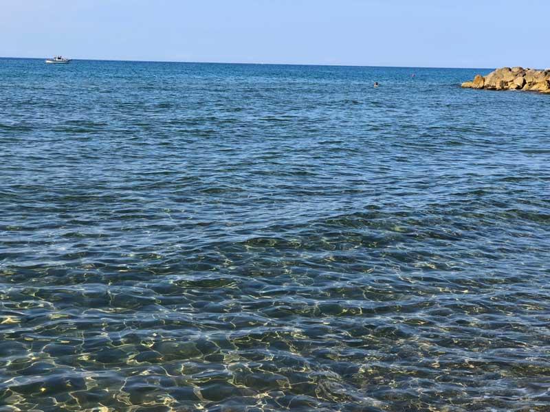 Mare pulito spiaggia di Roccamare in Maremma