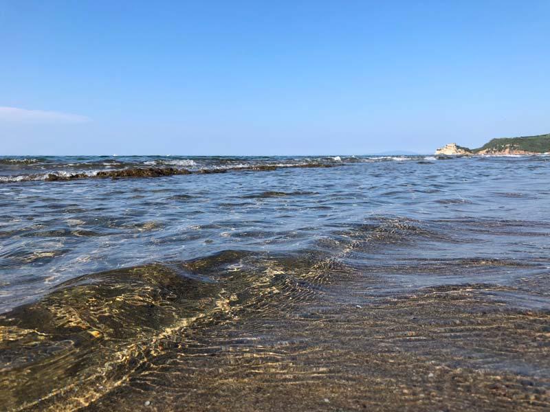 Foto del mare delle Rocchette e dell'acqua limpida della Maremma